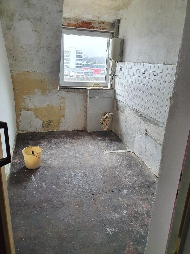 Entkernung von einem Küchenraum.