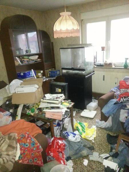 Eine zugestellte Wohnung vor einer Wohnungsauflösung