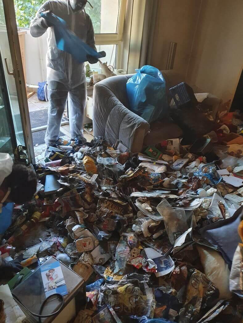 Unser Mitarbeiter räumt dich Wohnung leer.